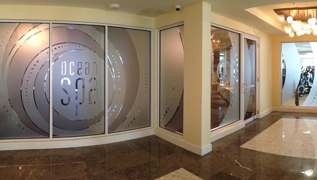 Corte de vinilo para decoración de espacios