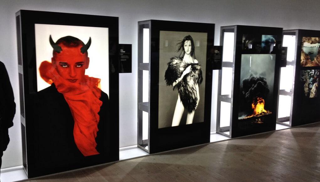 Impresión gran formato. Exposición de fotografía en paneles luminosos