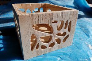 Fresado de un cubo de madera