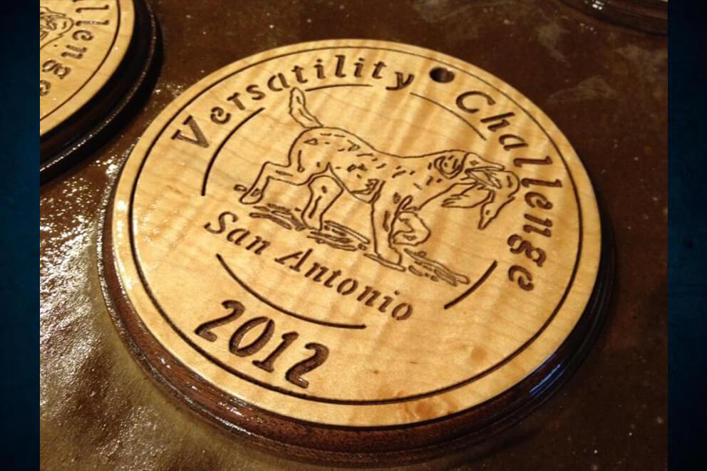 Grabado láser en tapa de madera de barrica de vino